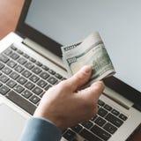 Ανάπτυξη λογισμικού app Διαδικτύου χρημάτων ΤΠ Στοκ Εικόνες