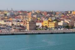 Ανάχωμα, αρχαίοι πύργος και πόλη Πόρτο-Torres, Ιταλία Στοκ εικόνα με δικαίωμα ελεύθερης χρήσης