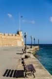 Ανάχωμα με τα φανάρια και το φρούριο Στοκ εικόνες με δικαίωμα ελεύθερης χρήσης