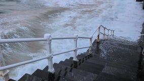 Ανάχωμα πόλεων και ωκεάνια κύματα φιλμ μικρού μήκους