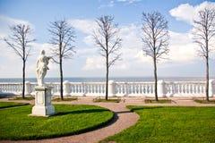 Ανάχωμα σε Peterhof στοκ φωτογραφία με δικαίωμα ελεύθερης χρήσης