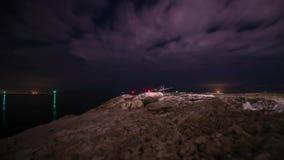 Ανάχωμα στη θάλασσα στη νύχτα απόθεμα βίντεο