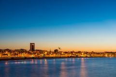 Ανάχωμα στο ηλιοβασίλεμα, Cambrils, Catalunya, Ισπανία Διάστημα αντιγράφων για το κείμενο Στοκ Εικόνες