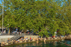 Ανάχωμα της λίμνης Ζυρίχη στην πόλη της Ζυρίχης Στοκ φωτογραφίες με δικαίωμα ελεύθερης χρήσης
