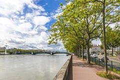 Ανάχωμα του ποταμού Ροδανού στη Λυών, Γαλλία Στοκ εικόνες με δικαίωμα ελεύθερης χρήσης