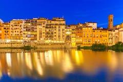 Ανάχωμα του ποταμού Arno τη νύχτα, Φλωρεντία, Ιταλία Στοκ Εικόνες