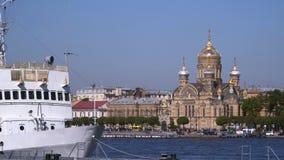 Ανάχωμα του ποταμού Neva στη Αγία Πετρούπολη απόθεμα βίντεο