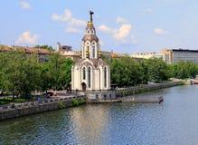 Ανάχωμα του Dnepropetrovsk (Dnepr, Dnipro), άποψη από σχετικά με την εκκλησία Ioana Hrestitelya στοκ εικόνες