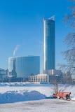 Ανάχωμα το χειμώνα Yekaterinburg μια ηλιόλουστη ημέρα Στοκ φωτογραφία με δικαίωμα ελεύθερης χρήσης