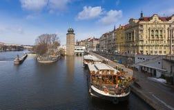 Ανάχωμα Masarykovo στον ποταμό Vltava Στοκ Φωτογραφίες