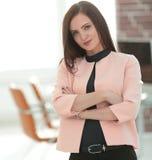 Ανήσυχη επιχειρησιακή γυναίκα στο γραφείο Στοκ εικόνα με δικαίωμα ελεύθερης χρήσης