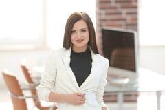 Ανήσυχη επιχειρησιακή γυναίκα στο γραφείο Στοκ φωτογραφίες με δικαίωμα ελεύθερης χρήσης