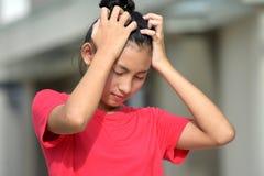 Ανήσυχος θηλυκός νεαρός στοκ φωτογραφία με δικαίωμα ελεύθερης χρήσης