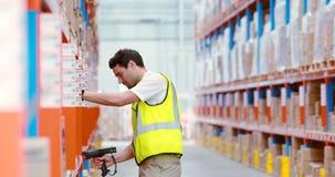 Ανίχνευση εργαζομένων αποθηκών εμπορευμάτων κιβώτια απόθεμα βίντεο