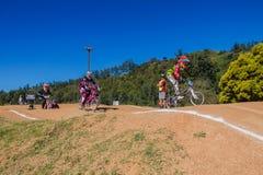 Αναβάτες κοριτσιών φυλών BMX Bicyle Στοκ Εικόνα