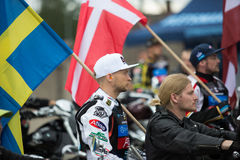 Αναβάτης Joonas Kylmaekorpi με τη σημαία Στοκ Εικόνες