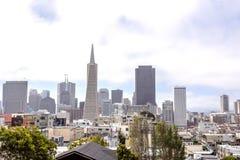αναγνωρίσιμο SAN Καλιφόρνιας στο κέντρο της πόλης Francisco ο πιό ενδεχομένως πιό ψηλό transamerica αστικές ΗΠΑ ουρανοξυστών οριζ Στοκ φωτογραφία με δικαίωμα ελεύθερης χρήσης