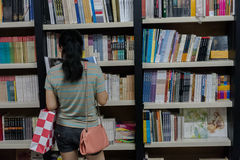 Αναγνώστες βιβλιοπωλείων Στοκ Εικόνες