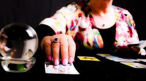 Αναγνώστης Tarot τύχης Στοκ φωτογραφία με δικαίωμα ελεύθερης χρήσης