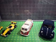 Αναδρομικά αυτοκίνητα Lego - εισβολή έκθεσης Lego των γιγάντων στοκ εικόνες με δικαίωμα ελεύθερης χρήσης