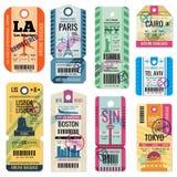 Αναδρομικά ετικέτες αποσκευών ταξιδιού και εισιτήρια αποσκευών με τη διανυσματική συλλογή συμβόλων πτήσης απεικόνιση αποθεμάτων