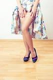Αναδρομικά πόδια γυναικών Στοκ φωτογραφία με δικαίωμα ελεύθερης χρήσης