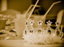 αναδρομικές νεολαίες ύφους σεπιών πριγκηπισσών φωτογραφιών κορωνών Στοκ Εικόνες