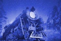 αναδρομική ατμομηχανή τη νύχτα στοκ φωτογραφία με δικαίωμα ελεύθερης χρήσης