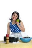 Αναδρομική νοικοκυρά με το πράσινο μήλο στοκ εικόνα με δικαίωμα ελεύθερης χρήσης