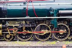Αναδρομικός - η ρόδα τραίνων από την ατμομηχανή ατμού στοκ φωτογραφίες