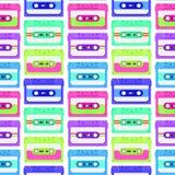 Αναδρομικό άνευ ραφής υπόβαθρο με τις κασέτες ήχου Μαγνητικό tileable σχέδιο audiotapes Στοκ Εικόνες