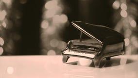 Αναδρομικό μεγάλο χρώμα σεπιών Hd μήκους σε πόδηα πιάνων απόθεμα βίντεο