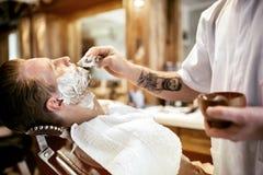 Αναδρομικό ξύρισμα με τον αφρό Στοκ φωτογραφίες με δικαίωμα ελεύθερης χρήσης