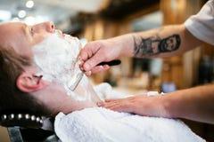 Αναδρομικό ξύρισμα με τον αφρό Στοκ εικόνα με δικαίωμα ελεύθερης χρήσης