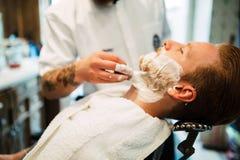Αναδρομικό ξύρισμα με τον αφρό Στοκ εικόνες με δικαίωμα ελεύθερης χρήσης