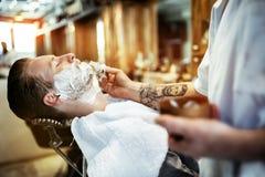 Αναδρομικό ξύρισμα με τον αφρό Στοκ φωτογραφία με δικαίωμα ελεύθερης χρήσης