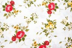 Αναδρομικό πρότυπο υφάσματος με τη floral διακόσμηση Στοκ Εικόνα