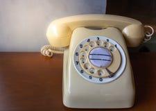 Αναδρομικό τηλέφωνο κρέμας Στοκ εικόνες με δικαίωμα ελεύθερης χρήσης