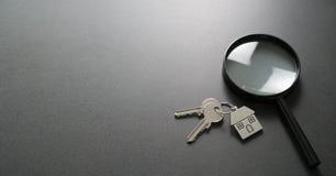 Αναζήτηση διαμερισμάτων κτήμα έννοιας πραγματικό Στοκ φωτογραφία με δικαίωμα ελεύθερης χρήσης