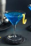 Αναζωογονώντας μπλε Martini κοκτέιλ Στοκ Φωτογραφίες