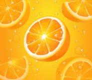 Αναζωογονώντας πορτοκαλί υπόβαθρο, ρεαλιστικά πορτοκαλιά φρούτα με τις πτώσεις και φυσαλίδες διανυσματική απεικόνιση