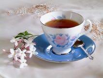 αναζωογονώντας τσάι φλυτζανιών Στοκ Φωτογραφίες
