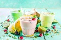 Αναζωογόνηση milkshakes ή καταφερτζήδες στοκ εικόνες με δικαίωμα ελεύθερης χρήσης