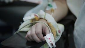 Αναισθησία που χορηγείται στον ασθενή σε μια φλέβα φιλμ μικρού μήκους