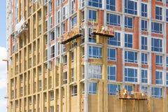 Ανακαίνιση τοίχων ενεργειακής αποδοτικότητας για την ενέργεια - αποταμίευση Εξωτερική μόνωση θερμότητας τοίχων σπιτιών με το ορυκ Στοκ φωτογραφίες με δικαίωμα ελεύθερης χρήσης