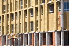 Ανακαίνιση τοίχων σπιτιών ενεργειακής αποδοτικότητας για την ενέργεια - αποταμίευση Εξωτερική μόνωση θερμότητας τοίχων σπιτιών με Στοκ Εικόνα