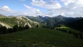 Ανακαλύψτε στα όρη - οι κλίσεις καμερών μέχρι παρουσιάζουν όμορφο βουνό στην Ιταλία απόθεμα βίντεο