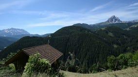 Ανακαλύψτε στα όρη - οι κλίσεις καμερών μέχρι παρουσιάζουν όμορφο βουνό στην Ιταλία φιλμ μικρού μήκους