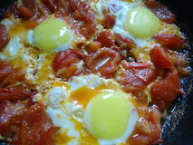Ανακατωμένα αυγά με τις ντομάτες Στοκ φωτογραφία με δικαίωμα ελεύθερης χρήσης