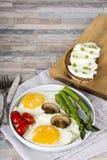 Ανακατωμένα πρόγευμα αυγά στοκ φωτογραφίες με δικαίωμα ελεύθερης χρήσης